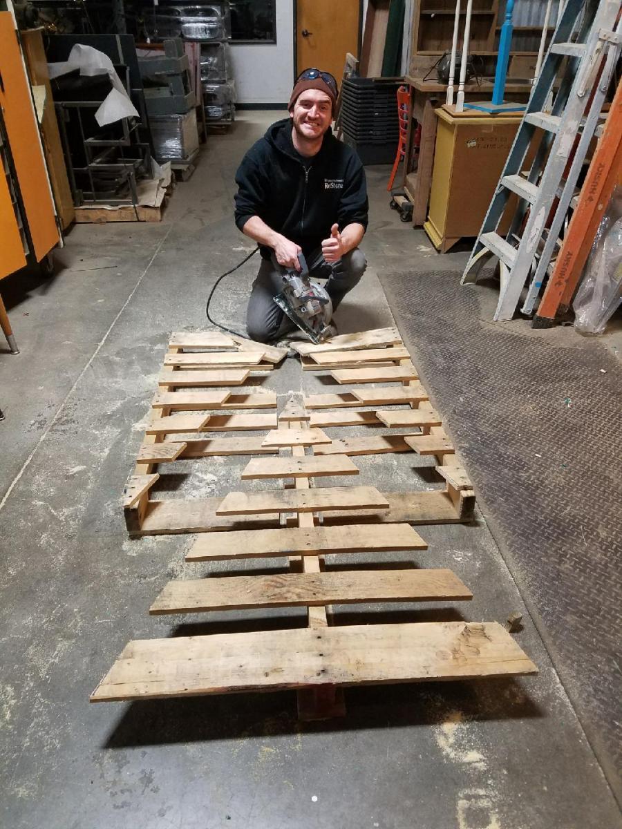 DIY: Wood pallet Christmas trees | Portland Metro and ...
